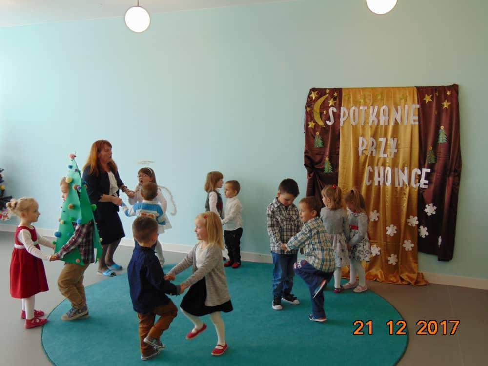 świateczne Spotkanie Przedszkolaczków Przy Choince Zespół